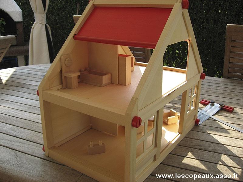 forum association les copeaux jeux et jouets une maison de poup e. Black Bedroom Furniture Sets. Home Design Ideas