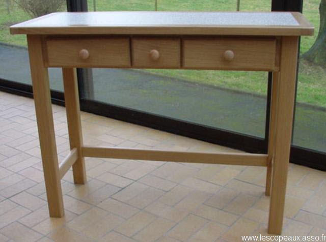 21 06 2013 cette table a t r alis epour servir de - Les services a table ...